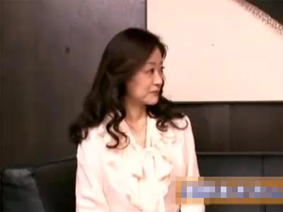 【五十路熟女動画】友人の紹介で興味を持ち素人巨乳奥様がAV出演…初撮りで拘束セックス!