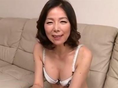 【五十路熟女動画】素人の綺麗な奥様が3Pセックスで二穴同時に突かれて何度も昇天しまくる!