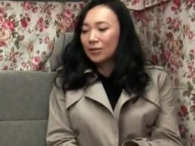 【ナンパ熟女動画】街中で清楚な四十路素人の美巨乳美人妻を捕獲…カーセックスで犯しまくる!