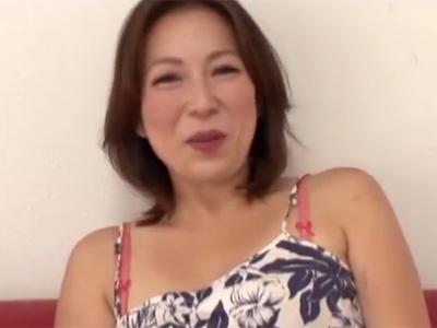 【四十路熟女動画】40代素人のスタイル良い巨乳奥さんがAV出演…極太チンポに突かれ悶絶しまくる!