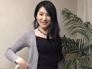 【SEX熟女動画】四十路後半と思えないキレイな熟妻ナンパ!初撮りで中出し!