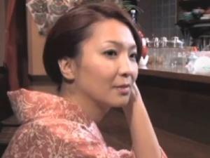 【SEX熟女動画】艶美妻たちのねっとり接吻!人妻熟女たちの激しいベロチュー特別版!