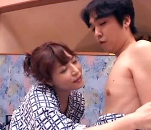 【SEX熟女動画】若い男と浮気温泉旅行で外界から遮断されチンチンを求める五十路の妖艶熟女