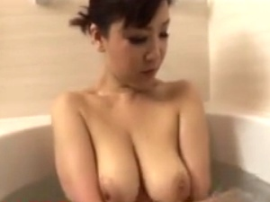 【SEX熟女動画】四十路巨乳母とマザコン息子のディープ母子相姦!口内発射&ナマ種付け!