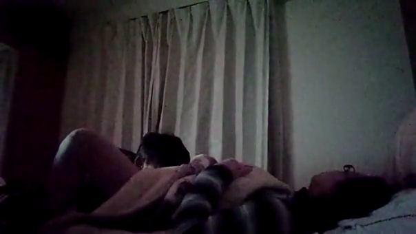 【SEX熟女動画】旦那のクリ舐めクンニで奥さんが悲鳴を上げイク瞬間を隠し撮りwww