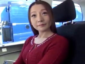 【SEX熟女動画】愛らしい若奥さんを口説き落としてハメ撮り!ご主人に内緒の中出し!!!