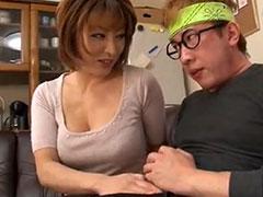 【SEX熟女動画】「もっこりしてるじゃない?」アニオタの童貞君を挑発しまくる巨乳おばさんのフェラチオ責め