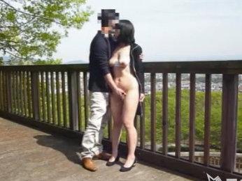 【SEX熟女動画】露出狂な嫁を持つ旦那がマイカメラで青姦撮影ww