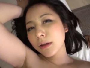 【SEX熟女動画】センズリ鑑賞してたらムラムラしてニュプっと挿入した美魔女マダム