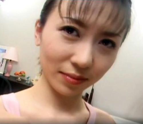 【SEX熟女動画】元アイドル級の美女四十路妻がAV出演・・・可愛過ぎる笑顔の裏に性的な本性がありましたw