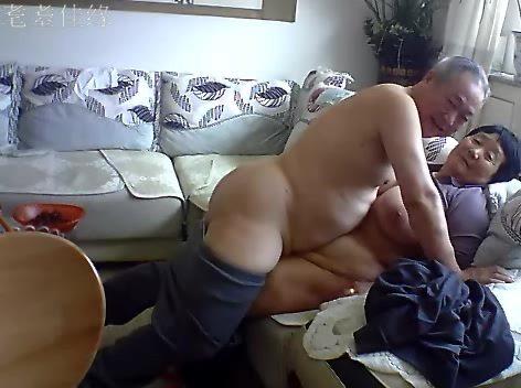【SEX熟女動画】家畜用危ないアレを服用する70才越えの鬼畜老夫婦が老体に鞭打ってSEX生中継していた件www