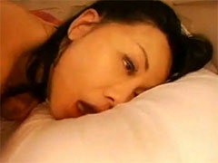 【SEX熟女動画】バックからの巨根ピストンで何度もイカされ失神寸前の熟女のイキ顔