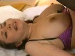 【SEX熟女動画】スケベブラジャーの熟女が正常位で巨乳をプルンプルン揺らし膣内射精要求!