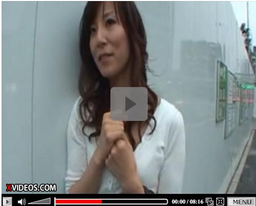 【SEX熟女動画】「中はだめ~・・」土下座で落とした人妻が巨根3Pでハメ潮が止まらないので無許可で種付け