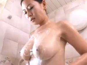 【SEX熟女動画】巨乳美女な熟女伯母の体がエロ過ぎて甥が膣内射精近親相姦