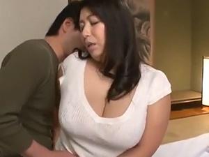 【SEX熟女動画】豊満な義母さんのエロ~い女体に夢中になりハメまくり!モミモミ交尾!!!