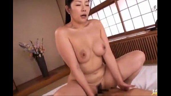【SEX熟女動画】浅倉彩音 ムチムチ巨乳な美熟女が愛する息子と性器を重ねる近親相姦。フェラやクンニで愛撫し合い熟マンコで包み込む。