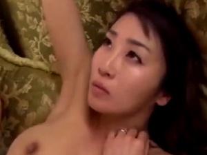 【SEX熟女動画】30代後半でコノロリ顔!可愛いおばさんを強引に犯して涙目に!