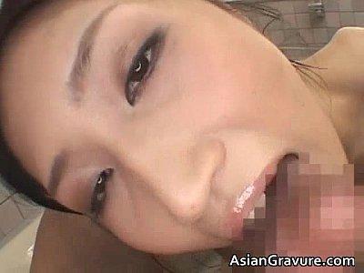 【SEX熟女動画】色気溢れる巨乳美熟女が大好きな肉棒を優しく奉仕。フェラや手コキ、パイズリで精液を搾り取る!