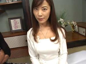 【SEX熟女動画】四十路とは思えないかわいらしい巨乳美熟女!膣内に中出し!
