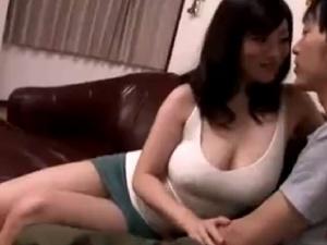 【SEX熟女動画】家の中ではノーブラで過ごす爆乳ママ!透け乳発情!母子相姦!