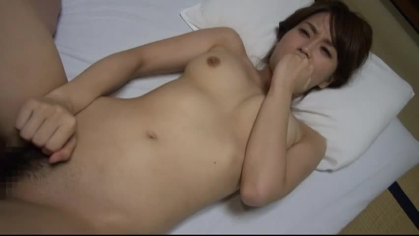 【SEX熟女動画】出張中の夫に内緒でガリガリ美乳な美魔女が他人棒に激しく喘ぐ浮気ハメ撮りセックス!