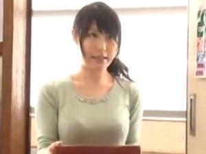 【SEX熟女動画】隣りの人妻の喘ぎ声がウルサイ!謝りに来たので強引に押し倒して巨乳妻を犯す!