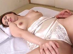 【SEX熟女動画】もっといじってぇ〜!デカ乳首をギンギンに勃起させてる色白の40代美人熟女