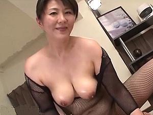 【SEX熟女動画】ふくよかで色気ある50代手前の美・熟・女が最強のおもてなしを!