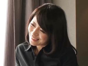 【SEX熟女動画】妙にお水っぽいフェロモン奥様!話してるだけでムラムラくる色気がタマラナイ!