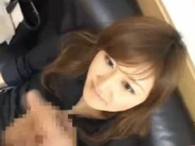 【SEX熟女動画】ただのセンズリ鑑賞では我慢出来ずについ触ってしまうエッチな人妻