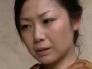 【SEX熟女動画】 美しき熟女未亡人の使用人に手を出すエロ主人
