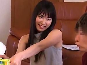 【SEX熟女動画】小僧のチンチンがお気に入り!?若くてかわいいオバさんのマ●コでニュポニュポ!