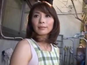 【SEX熟女動画】美女熟女な人妻があまり相手にしてくれない旦那に甘えエッチ