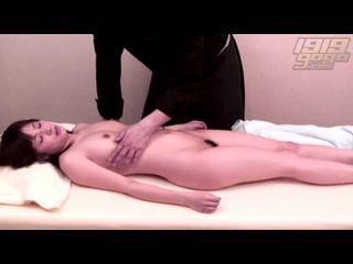 【SEX熟女動画】変態マッサージ師のセクハラ施術を受けて感じる人妻熟女を隠し撮りww