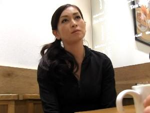 【SEX熟女動画】美人な熟女の初撮り!顔力のある妖艶フェロモン漂う美しいマダム!