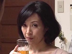 【SEX熟女動画】帰宅すると妻が男とセクロスしていた・・・浮気していた美女な熟女な奥さん