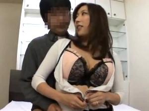 【SEX熟女動画】中出しをせがむ刺激的な色香を放つ欲求不満な美女妻