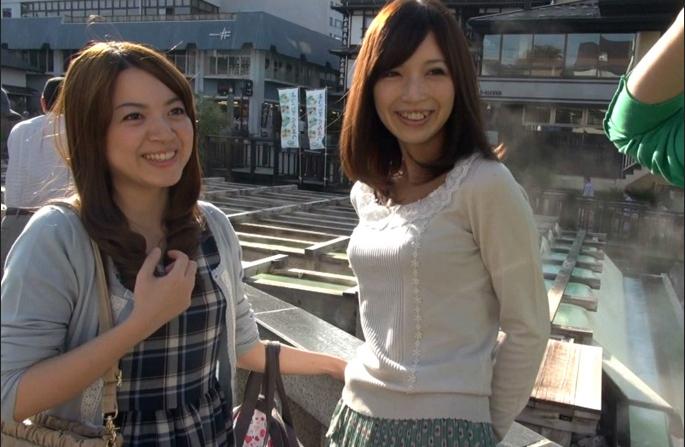【SEX熟女動画】旦那抜きで草津温泉に来ていたママ友2人組をナンパ!個室露天風呂でハメ撮り