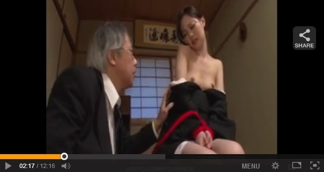 【SEX熟女動画】喪服姿が妙にそそる若き未亡人の両手の自由を奪ってゆっくりと雌犬セクロス拷問