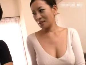【SEX熟女動画】巨乳熟女叔母の色香フェロモンにパニくる甥!禁断の中出し近親相姦!