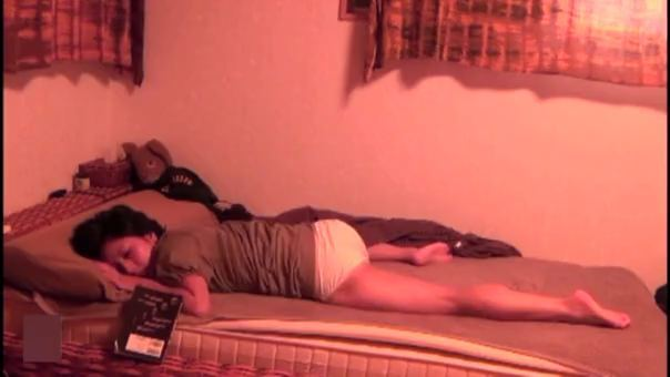 【SEX熟女動画】超美女の人妻が股間をいじりながら体をビクンビクンさせてエクスタシーするところを覗き見www