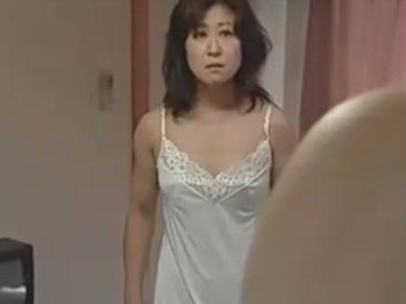 【SEX熟女動画】熟女好きな亭主が嫁のいない間に義母に迫り性行為
