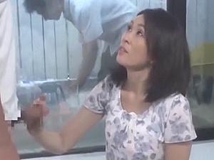 【SEX熟女動画】母子素股…からの合体!!! 父は知らない、窓の向こうで母と子がSEXしている事を・・・