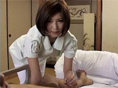 【SEX熟女動画】訪問介護先で下の世話までしてお小遣いを稼ぐ介護士の訳あり人妻