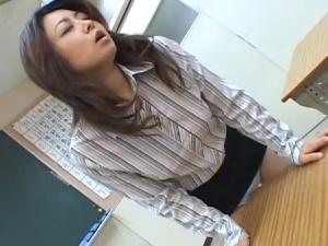 【SEX熟女動画】角オナニー特集!机の角でスリスリして感じる女達が一挙勢揃い!