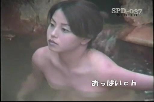 【SEX熟女動画】露天風呂でめちゃくちゃ美女の人妻オッパイを覗き見www