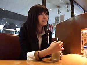 【SEX熟女動画】即ハメ着衣SEX!横になっている美女妻に怒涛の激ハメ!