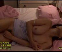 【SEX熟女動画】ネグリジェ姿で眠る四十路母の本気オナニーを息子が盗撮した映像がネット流出していた件w