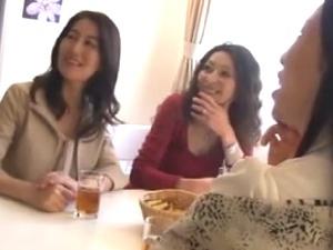 【SEX熟女動画】美魔女たちの若者狩り!30代40代のエッチな奥様方とディープSEX!